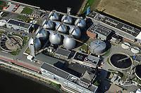 GERMANY Hamburg, sewage treatment plant of company Hamburg Energy process sewage and sludge to biogas for supply to the public gas grid / DEUTSCHLAND Hamburg, Biogasanlage und Klaerwerk Koehlbrandhoeft, Staedtischer Energieversorger Hamburg Energie ein Tochterunternehmen von Hamburg Wasser, speist aufbereitetes Faulgas aus Abwasser und Klaerschlamm  ins Erdgasnetz ein, bei der Ausfaulung des Klaerschlamms entsteht Gas, das zu Erdgasqualitaet aufbereitet und ins Netz eingespeist wird, die Anlage wird jaehrlich 18 Millionen Kilowattstunden Biomethan einspeisen, damit koennen 3.600 Tonnen CO2 pro Jahr eingespart und bis zu 62.000 Kunden mit Biogas versorgt werden