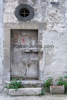 ITA, Italien, Sizilien, Liparischen Inseln, Hauptinsel Lipari, Lipari-Stadt: alte Tuer | ITA, Italy, Sicily, Aeolian Islands or Lipari Islands, main island Lipari, Lipari-town: old wooden door