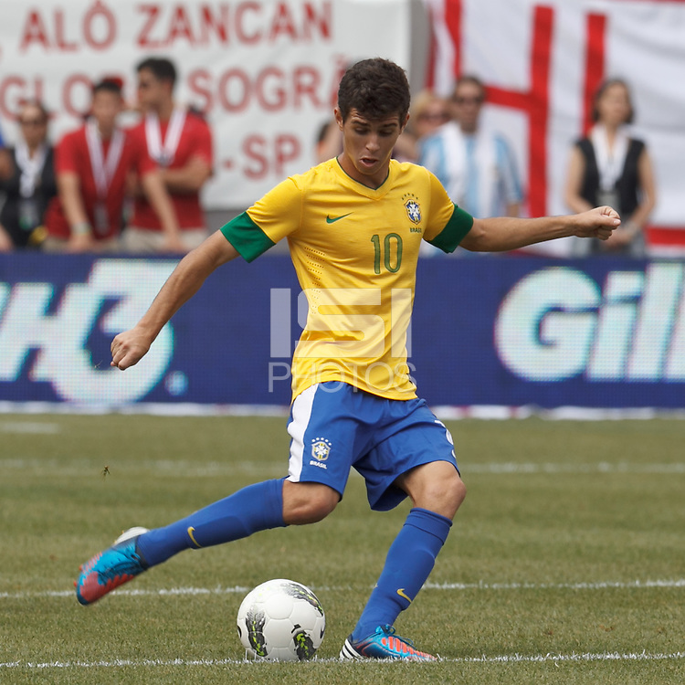 Brazil midfielder Oscar (10) passes the ball. In an international friendly (Clash of Titans), Argentina defeated Brazil, 4-3, at MetLife Stadium on June 9, 2012.