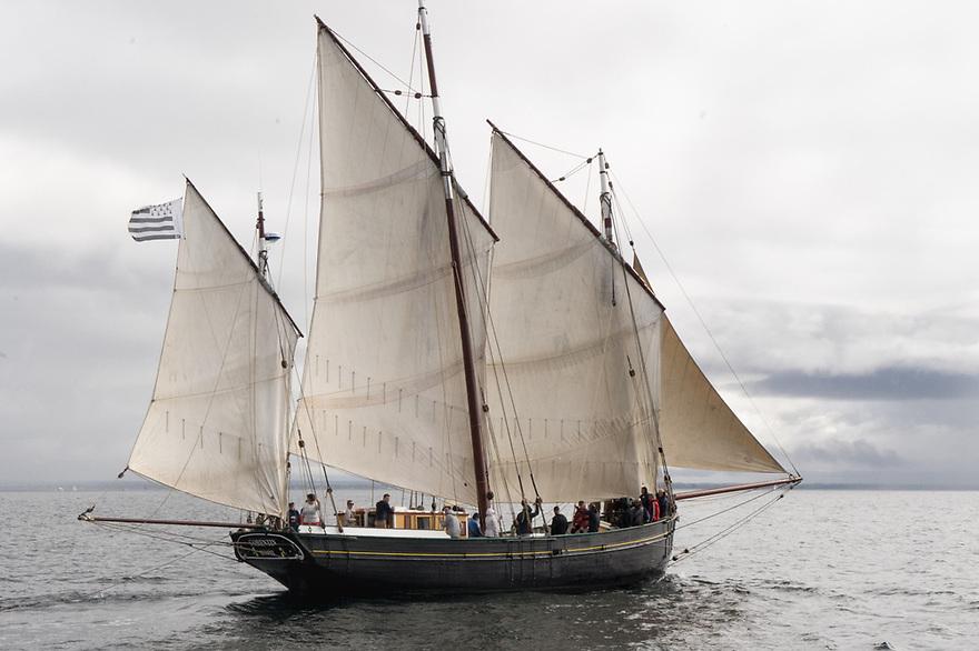 In navigazione da Glenan a Concarneau - Bretagna, 18 agosto 2020. La goletta aurica a palo Corentin
