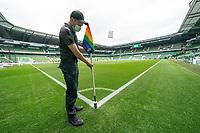 18th May 2020, WESERSTADION, Bremen, Germany; Bundesliga football, Werder Bremen versus Bayer Leverkusen;  Groundskeeper erects the corner flag with CORONA face mask