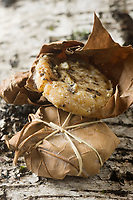 Europe/France/Midi-Pyrénées/46/Lot/Gramat: Cabecou de Rocamadour- Fromage de Chêvre- Fromages à divers stades d'affinage //  France, Lot, Gramat Cabecou Rocamadour, goat cheese wrapped in leaves and marinated in alcohol
