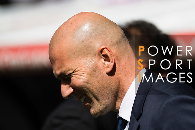 Coach Zinedine Zidane of Real Madrid prior to the La Liga match between Real Madrid and Atletico de Madrid at the Santiago Bernabeu Stadium on 08 April 2017 in Madrid, Spain. Photo by Diego Gonzalez Souto / Power Sport Images