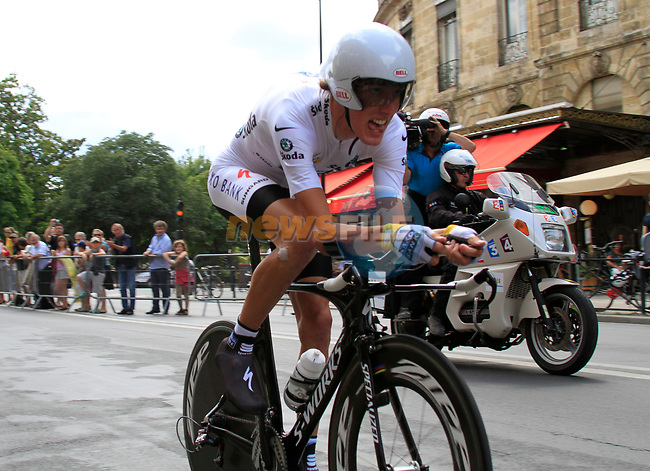 White Jersey Andy Schleck (LUX) Saxo Bank in action during Stage 19 of the 2010 Tour de France an individual time trial running 52km from Bordeaux to Pauillac, France. 24th July 2010.<br /> (Photo by Eoin Clarke/NEWSFILE).<br /> All photos usage must carry mandatory copyright credit (© NEWSFILE | Eoin Clarke)