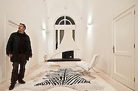 GALATINA: ProPugliaPhoto Expression in Mostra presso il Palazzo della cultura Zeffirino Rizzelli dal 17 dicembre al 17 gennaio 2012. Evento promosso dall'Assessorato al Mediterraneo della Regione Puglia. A Galatina si espone con le gigantografie dei fotografi associati a ProPugliaPhoto, tra i quali - Giorgio D'aria, Alessandro De Matteis, Laura Garofalo, Laura Greco, Massimo Leo, Dario Luceri, Marco Minischetti, Sabino Napoletano, Paolo Padovani, Savino Porcelluzzi, Ida Santoro, Nicola Scaringi, Gabriele Spedicato, Antonella Valerio e Kash Gabriele Torsello.