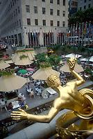 - New York, Rockfeller center, statue of Prometeo ....- New York, Rockfeller center, statua di Prometeo......