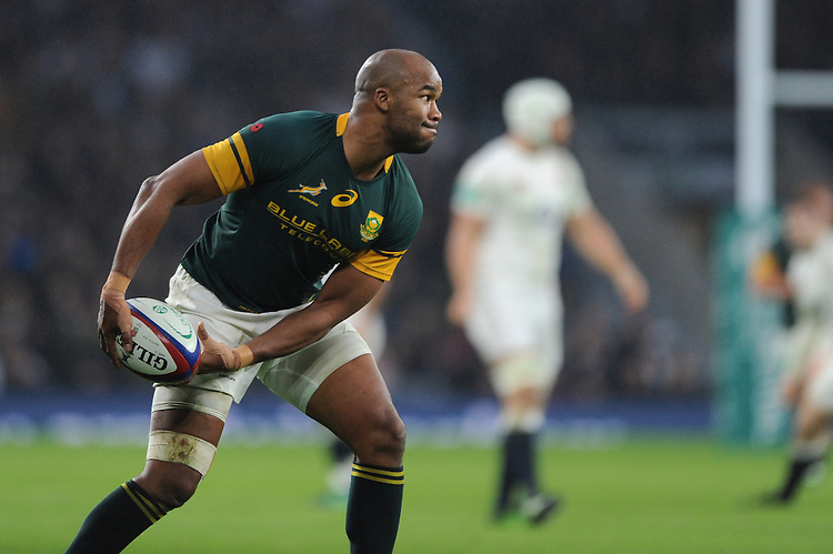JP Pietersen of South Africa passes during the Old Mutual Wealth Series match between England and South Africa at Twickenham Stadium on Saturday 12th November 2016 (Photo by Rob Munro)