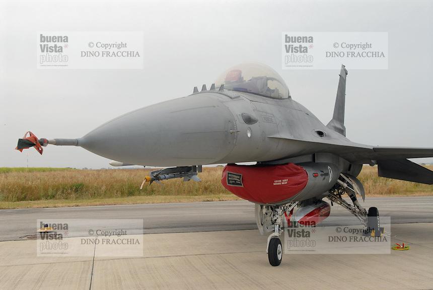 - Italian Air Force, F 16 fighter aircraft....- Aeronautica Militare Italia, aereo da caccia F 16