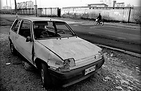 Milano, periferia sud. Un'auto rotta e abbandonata --- Milan, south periphery. A wrecked and abandoned car