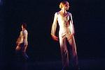 DANCE<br /> Chorégraphie, Lucinda Childs<br /> Musique, Philip Glass<br /> Décor et film, Sol LeWitt<br /> avec les danseurs du Ballet de l'Opéra national du Rhin<br /> Cadre : Festival d'automne à Paris 2003<br /> Lieu : Théâtre de la Ville<br /> Ville : Paris