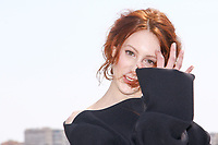 Roxane Duran pose lors du photocall de RIVIERA pendant le MIPTV a Cannes, le lundi 3 avril 2017.