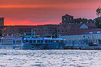 Italie, Vénétie, Venise:    Crepuscule sur le port de Venise // Italy, Veneto, Venice: