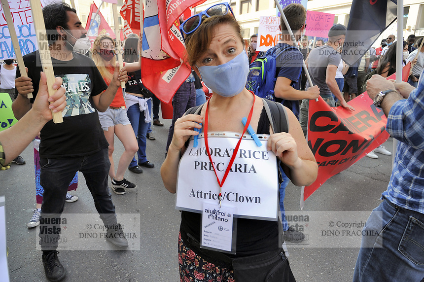 - In Italia crescono rapidamente le tensioni sociali per la crisi economica dovuta all'epidemia di Coronavirus. A Milano la prima manifestazione di massa indetta da alcuni sindacati di base e centri sociali giovanili, alcune migliaia di lavoratori della logistica, dei servizi al turismo, delle pulizie e della sanità, categorie con una grossa percentuale di immigrati e che hanno subito gravi danni dal lungo periodo di lockdown<br />