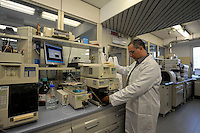 HPLC..Il laboratorio Coop Italia si occupa dell'analisi, controllo e gestione della sicurezza alimentare. The laboratory Coop Italy deals with the analysis, control and management of food safety..