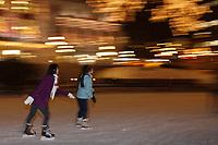 Amérique/Amérique du Nord/Canada/Québec/ Québec:  Patinoire de la Place D'Youville dans Le Vieux-Québec classé Patrimoine Mondial de l'UNESCO,