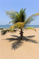 MALAWI, Salima, beach of Sunbird Livingstonia Beach Hotel at Malawi Lake