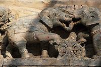 Asie/Inde/Rajasthan/Udaipur: Le temple de Jagdish (Temple vishnouite érigé en 1651 dans le style des sanctuaires de Chittorgarh par le maharana Jagat Singh Ier) - Détail éléphants