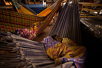 Imigrantes venezuelanos chegam em Belém.<br /> Venezuelanos em busca de melhores condições de vida chegam em Belém, buscando abrigo no mercado do Ver-o-Peso.<br /> Belém, Pará, Brasil.<br /> ©Maycon Nunes