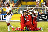 TULUA -COLOMBIA, 12-FEBRERO-2015. Edwin Velazco  del  Cortulua celebra su gol contra el Atletico Junior , durante partido de la tercera fecha de la Liga Aguila I 2015  jugado en el estadio 12 de Octubre de la ciudad de Tulua ./ Edwin Velazco  a of Cortulua celebrates his goal  against of Atletico Junior  during the third date  Aguila at 12 de Octubre Stadium. Photo / VizzorImage / Juan Carlos Quintero / Stringer