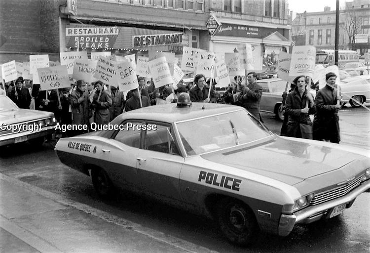 Grevistes<br /> Date : novembre 1968<br /> Photographe : Photo Moderne