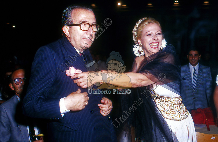 GIULIO ANDREOTTI E SANDRA MILO AL PREMIO STREGA   1984