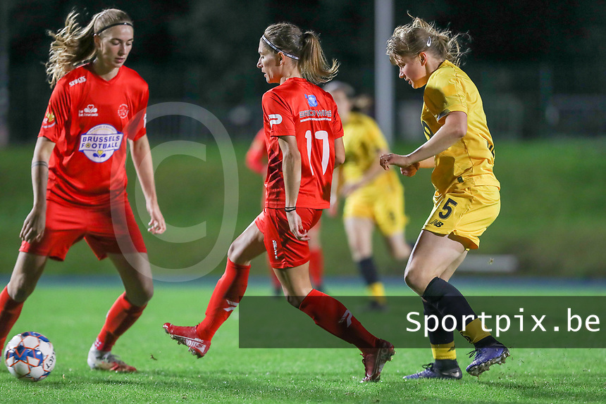 Woluwe's Stephanie Suenens (17) gives a pass with Standard's Aster Janssens (5) defending during a female soccer game between FC Femina WS Woluwe and Standard Femina de Liege on the fourth match day of the 2020 - 2021 season of Belgian Womens Super League , Friday 8th of October 2020  in Liege , Belgium . PHOTO SPORTPIX.BE | SPP | SEVIL OKTEM