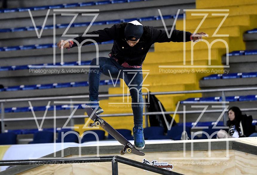 BOGOTA - COLOMBIA - 12 - 08 - 2017: Billy Colmenares, Skater de Venezuela, durante competencia en el Primer Campeonato Panamericano de Skateboarding, que se realiza en el Palacio de los Deportes en la Ciudad de Bogota. / Billy Colmenares, Skater from Venezuela, during a competitions in the First Pan American Championship of Skateboarding, that takes place in the Palace of Sports in the City of Bogota. Photo: VizzorImage / Luis Ramirez / Staff.