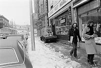 Neige et pluie verglacante, Novembre 1972 (date exacte inconnue) - Chenilette Bombardier degageant les trottoirs<br /> <br /> PHOTO : Agence Quebec Presse -  Alain Renaud