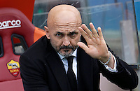 Calcio, Serie A: Roma vs Hellas Verona. Roma, stadio Olimpico, 17 gennaio 2016.<br /> Roma's coach Luciano Spalletti waves prior to the start of the Italian Serie A football match between Roma and Hellas Verona at Rome's Olympic stadium, 17 January 2016.<br /> UPDATE IMAGES PRESS/Isabella Bonotto