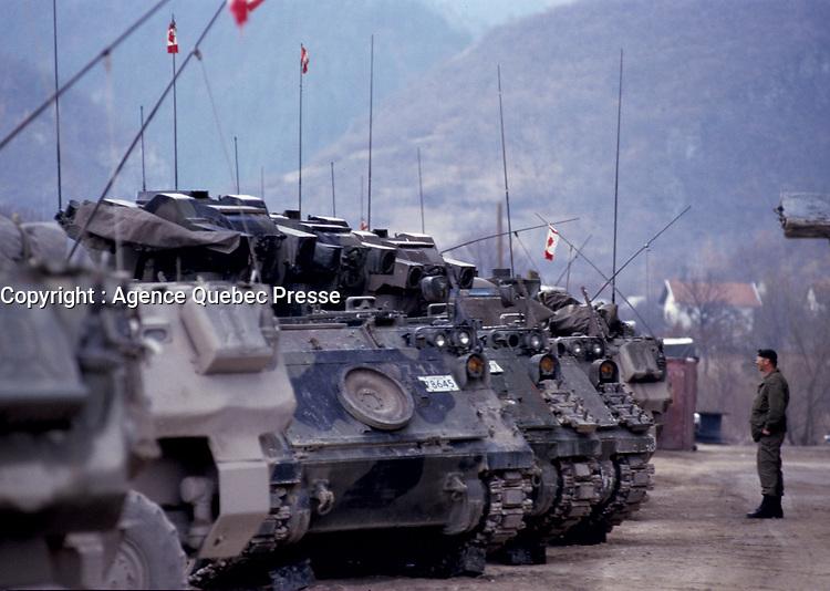 Canadian army Troup Transport and armored vehicule during the United Nation<br /> 1999 peace mission in Bosnia<br /> <br /> Véhicule blindé et transports de troupe  de l'armée Canadienne durant la mission de paix de l'ONU en 1999 en Bosnie<br /> <br /> <br /> photo : (c)  Images Distribution