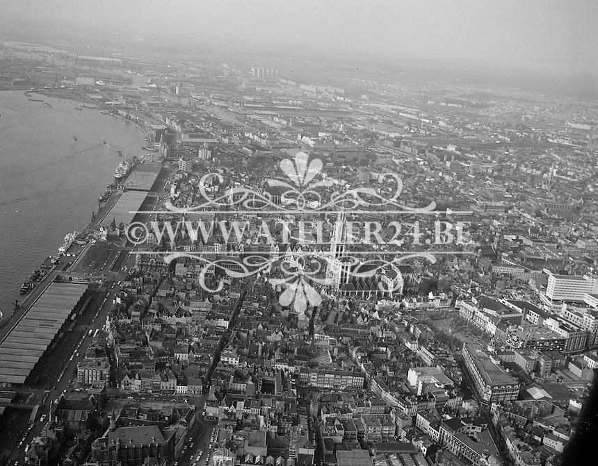Mei 1965. Luchtfoto van Antwerpen.