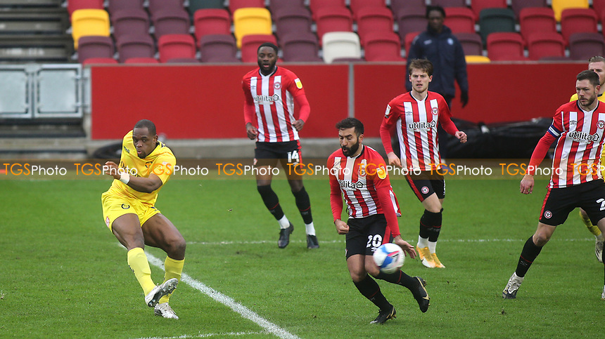 Uche Ikpeazu scores Wycombe's opening goal during Brentford vs Wycombe Wanderers, Sky Bet EFL Championship Football at the Brentford Community Stadium on 30th January 2021