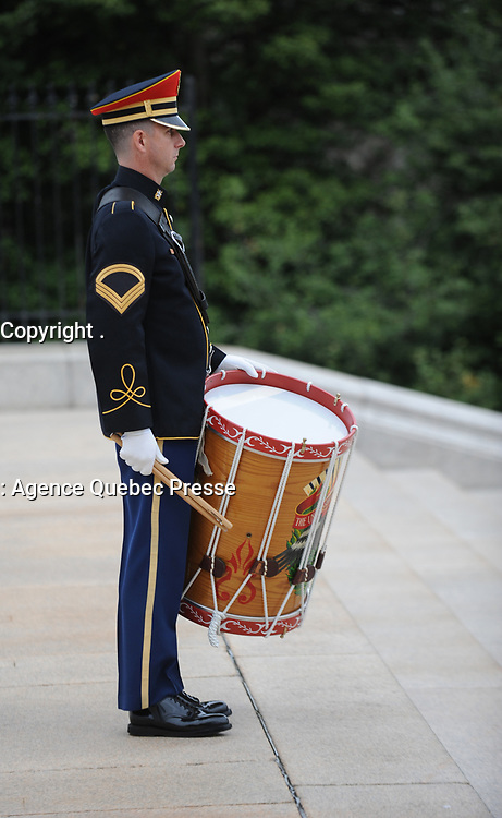 """With full Ceremonial Honors presented, members of the U.S. Army Band """"Pershing's Own"""" perform at the Tomb of the Unknowns during the arrival of The Right Honorable Justin Trudeau, Prime Minister of Canada. The Prime Minister was at Arlington National Cemetery to lay a wreath at the Tomb of the Unknowns in honor of the Prime Minister's official visit to the United States. (Department of Defense photo by Marvin Lynchard)"""