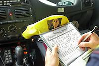 - highway patrol, compilation of a fine....- polizia stradale, compilazione di un verbale di multa