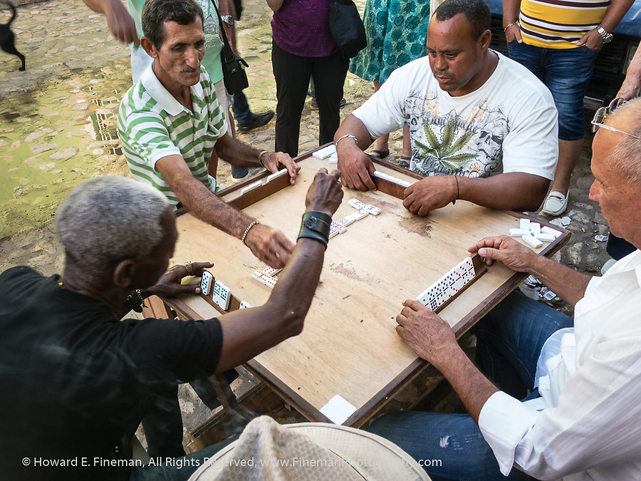 Fast-paced dominoes game