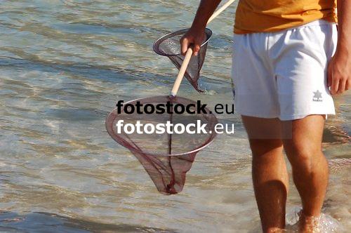 Young man looking for jellyfishes at the beach of El Toro, Calvia<br /> <br /> Jóven buscando medusas en la playa de El Toro, Calvià<br /> <br /> Junger Mann sucht nach Quallen am Strand von El Toro, Calvia<br /> <br /> 3008 x 2000 px<br /> 150 dpi: 50,94 x 33,87 cm<br /> 300 dpi: 25,47 x 16,93 cm