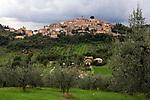 Italien, Latium, Bergdorf Caspéria in der Region Sabina mit den Monti Sabini | Italy, Lazio, Region Sabina: mountain village Caspéria with Monti Sabini mountains