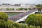 © Hughes Léglise-Bataille/Wostok Press..France, Paris..23.09.2010..Des centaines de milliers de personnes ont manifeste a Paris le 23/09/2010 contre la reforme des retraites......Hundred of thousands demonstrated in Paris on Sep. 23, 2010 against the reform of the pension law.