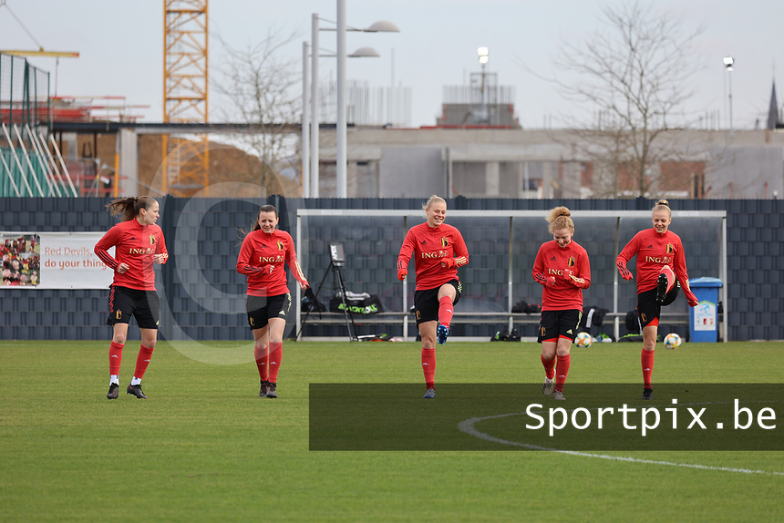 Lenie Onzia, Hannah Eurlings, Ella Van Kerkhoven, Charlotte Tison and Sarah Wijnants pictured during the training session of the Belgian Women's National Teamahead of a friendly female soccer game between the national teams of Germany and Belgium , called the Red Flames in a pre - bid tournament called Three Nations One Goal with the national teams from Belgium , The Netherlands and Germany towards a bid for the hosting of the 2027 FIFA Women's World Cup ,on 19th of February 2021 at Proximus Basecamp. PHOTO: SEVIL OKTEM | SPORTPIX.BE