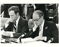 Jean Chretien (G) et Pierre Trudeau lors de la conference constitutionnelle des premiers ministres, le 8 septembre 1980, a Ottawa.<br /> <br /> PHOTO : agence quebec presse