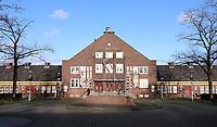 Nederland  Amsterdam  - 2021.   Het Zonneplein in Amsterdam-Noord. T Zonnehuis. Het Zonnehuis is een rijksmonument aan het Zonneplein dat in 1932 gebouwd werd voor de bewoners van Tuindorp Oostzaan. Men was er van overtuigd dat een bloeiend verenigingsleven van belang was voor de opvoeding van de arbeidersklasse.  Foto Berlinda van Dam / HH / ANP.