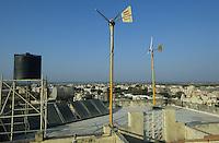 INDIA Gujarat, Palitana, sun collector and small windmill at Jain temple in Palitana / INDIEN Gujarat Gujerat, Sonnenkollektor und kleine Windanlage auf der Jainas Tempelanlage in Palitana