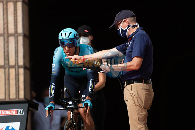Omar Fraile (ESP) Astana-Premier Tech prepares to start Stage 1 of La Vuelta d'Espana 2021, a 7.1km individual time trial around Burgos, Spain. 14th August 2021. <br /> Picture: Unipublic/Charly Lopez | Cyclefile<br /> <br /> All photos usage must carry mandatory copyright credit (© Cyclefile | Unipublic/Charly Lopez)