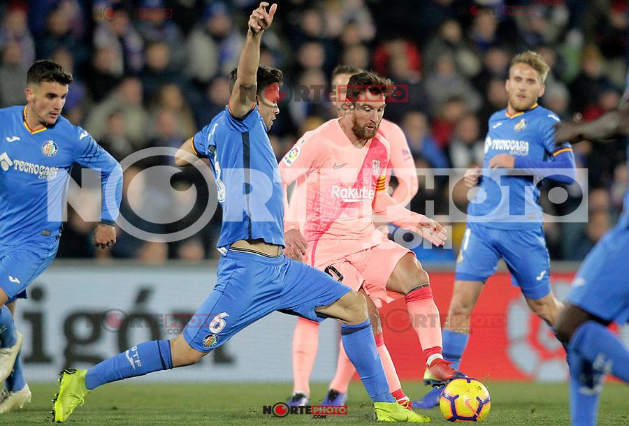 Getafe CF's Leandro Cabrera (l) and FC Barcelona's Leo Messi during La Liga match. January 6,2019. (ALTERPHOTOS/Acero) /NortePhoto.com
