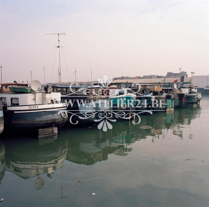 Maart 1993. Binnenschepen in de Haven van Antwerpen.