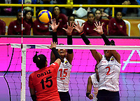 BOGOTÁ-COLOMBIA, 08-01-2020: María Marín y Yeisy Soto de Colombia, intentan un bloqueo al ataque de balón a Karla Ortiz de Perú, durante partido entre Perú y Colombia en el Preolímpico Suramericano de Voleibol, clasificatorio a los Juegos Olímpicos Tokio 2020, jugado en el Coliseo del Salitre en la ciudad de Bogotá del 7 al 9 de enero de 2020. / Maria Marin y Yeisy Soto from Colombia, trie to block the attack the ball to Karla Ortiz from Peru, during a match between Peru and Colombia, in the South American Volleyball Pre-Olympic Championship, qualifier for the Tokyo 2020 Olympic Games, played in the Colosseum El Salitre in Bogota city, from January 7 to 9, 2020. Photo: VizzorImage / Luis Ramírez / Staff.
