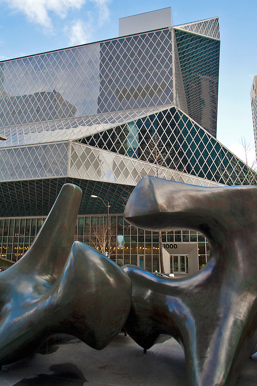 Seattle Central Library, The Seattle Public Library system, downtown Seattle, Washington, 2004. Rem Koolhaas and Joshua Prince-Ramus of OMA/LMN architects, Hoffman Construction Company of Portland, Oregon, head contractor, View incorporates bronze sculpture Vertebrae by Henry Moore,