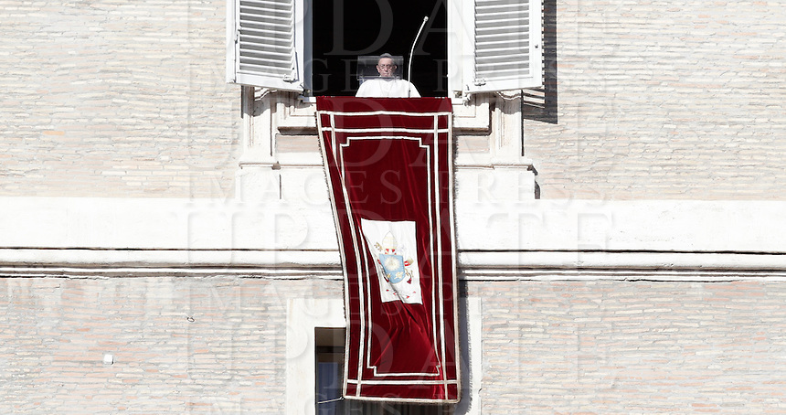 Papa Francesco si affaccia alla finestra del suo studio per celebrare l'Angelus. Piazza San Pietro, Citta' del Vaticano, 6 gennaio 2017.<br /> Pope Francis arrives to lead the Angelus prayer from his studio's window overlooking St. Peter's square, at the Vatican,on January 6, 2017.<br /> UPDATE IMAGES PRESS/Isabella Bonotto<br /> <br /> STRICTLY ONLY FOR EDITORIAL USE