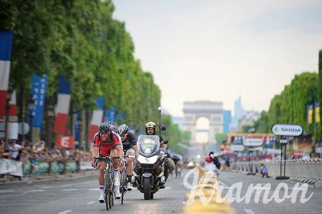 Greg Van Avermaet (BEL/BMC) tries to outrun the peloton over the Champs-élysées with Svein Tuft (CAN/Orica-GreenEDGE) & Jens Voigt (DEU/Trek Factory Racing) in tow.<br /> <br /> 2014 Tour de France<br /> stage 21: Evry - Paris Champs-Elysées (137km)