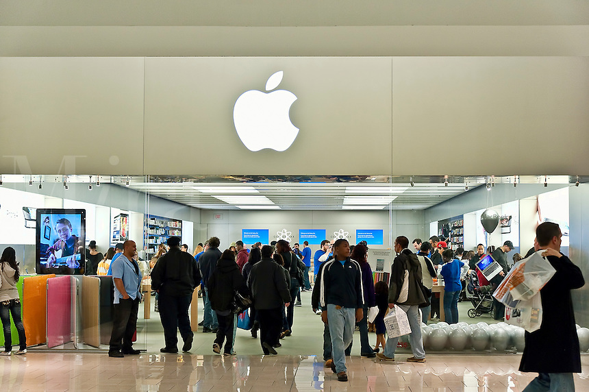 Crowded Apple retail store, Cherry Hill, NJ, USA,. iPad 2 launch, March 11, 2011